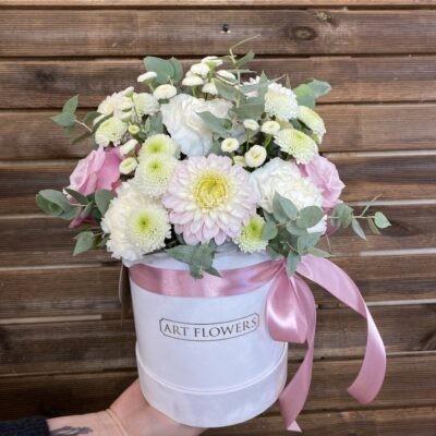 flowerbox z żywymi kwiatami